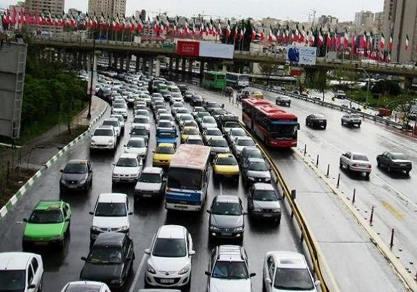 حجم بار ترافیک صبحگاهی در محورهای بزرگراهی/ رانندگان از عجله برای رسیدن پرهیز کنند