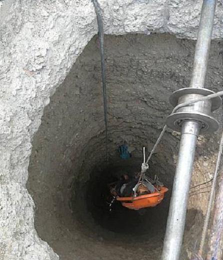سقوط کارگر جوان به چاه ۱۵ متری به دلیل بی احتیاطی