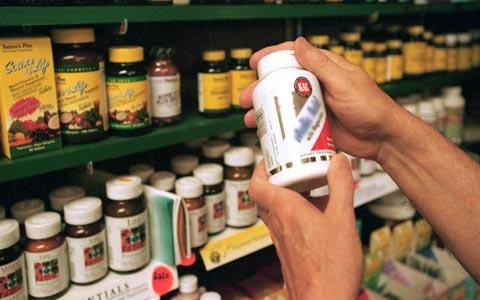 سهم ١٠ درصدى مکملها از داروهاى نسخه اى/ تبلیغات فریبنده مکمل هاى ورزشى بازى با جان مردم است