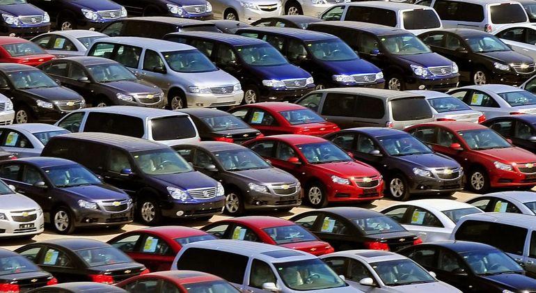 تفاوت قیمت برخی خودروهای وارداتی در بازار و نمایندگی چقدر است؟