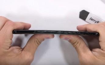 تست مقاومت OnePlus 6 در برابر ضربه و چاقو + فیلم