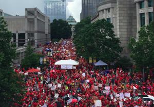 تظاهرات معلمان در کارولینای شمالی آمریکا