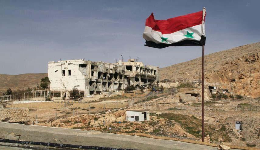 پرچم سوریه بر فراز آسمان شهرک «عقرب» در حومه حماه به اهتزاز در آمد
