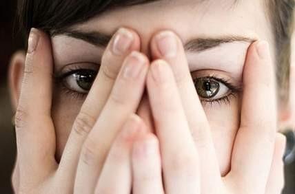 چرا برخی از افراد خود را زشت می بینند؟