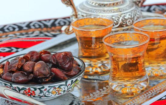 چند توصیهی طب سنتی برای باز کردن روزه هنگام افطار