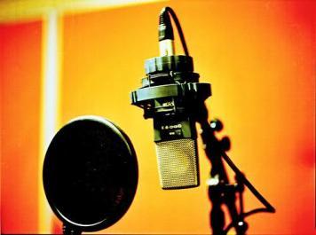مجری مشهور تلویزیون: 17 ساله بودم که پا به رادیو و تلویزیون گذاشتم/ الگویم در اجرا رضا رشیدپور است/ اولویتم اجرای چالشی است