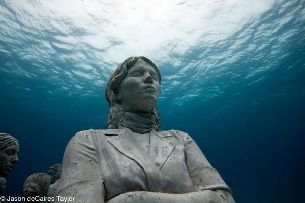 موزه ای شگفت انگیز در اعماق آبها + فیلم