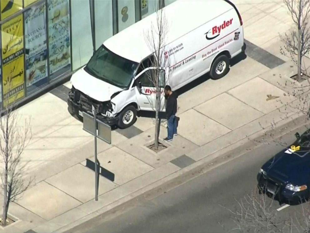 لحظه دستگیری راننده ون توسط پلیس تورنتو +فیلم