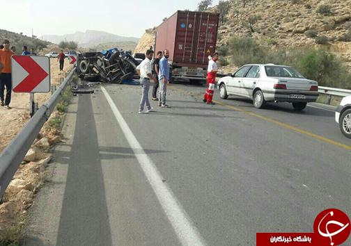 برخورد ۲ خودرو نیسان با پژو پارس در محور کازرون - شیراز + عکس