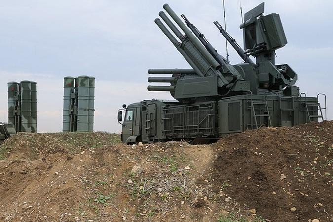 پدافند هوایی روسیه اهداف ناشناسی را در حریم هوایی لاذقیه سرنگون کرد