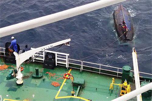 ناگفته های جالب کاپیتان یک نفتکش از نجات ٥ ماهیگیر سریلانکایی