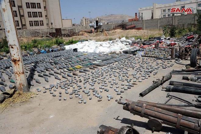 کشف سلاحهای غربی و تجهیزات مسروقه متعلق به تروریستها در جنوب دمشق+ تصاویر