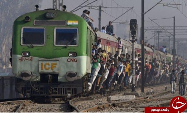 کودکان هندی به دنبال قطار+عکس