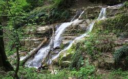 آبشار دیدنی و جذاب
