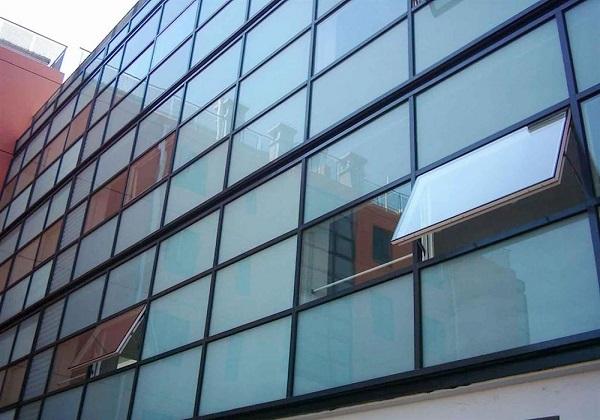 نمای شیشهای ساختمانها باید جمعآوری شود/ جریمه راهکار حل مشکل نیست