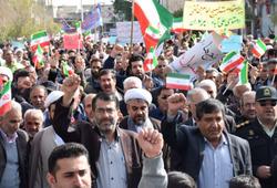 امام جمعه ای که در تجمعات کازرون به میان مردم رفت