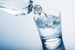 آیا روزه آب داریم؟ + مزایا و معایب روزه آب