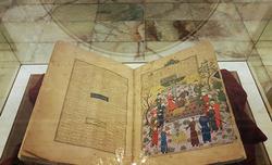 نمایش تابلوهای شاهنامه بایسنقری در آرامگاه فردوسی