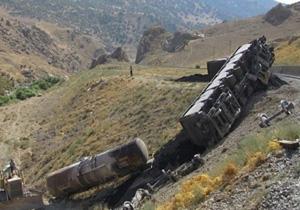 رانش کوه علت خروج قطار باری ایران از ریل در مرز رازی/ مسیر ریلی به زودی بازگشایی میشود