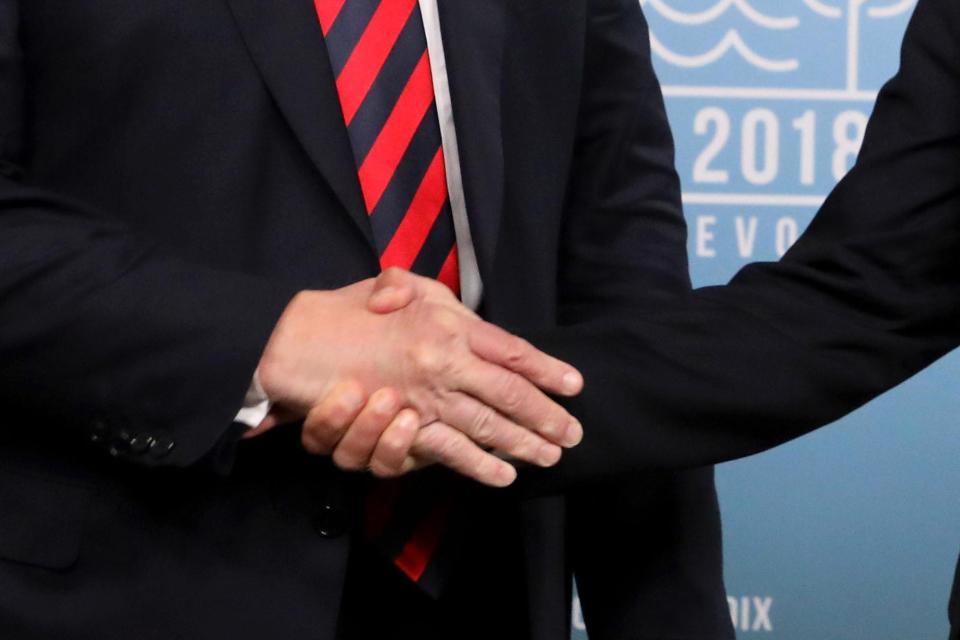 دست دادن مکرون با ترامپ دوباره سوژه شد+تصاویر
