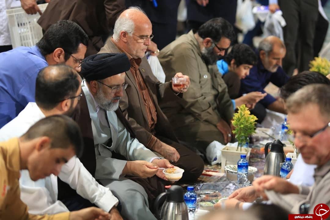 بزرگترین سفره افطار جهان اسلام در حرم امام رضا (ع ) + تصاویر