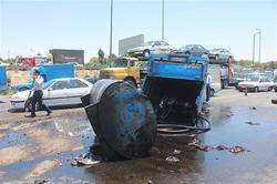 واژگونی نیسان تانکر حامل روغن موتور در جاده فیروزه