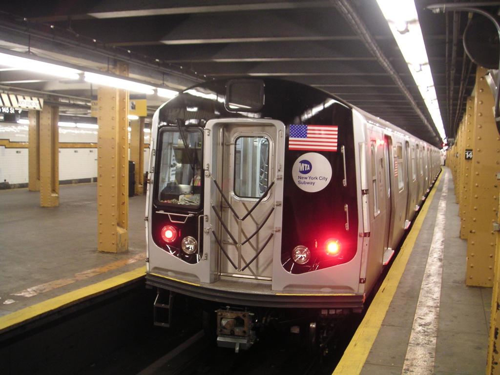 ورود یک گوزن به ایستگاه مترو در آمریکا!