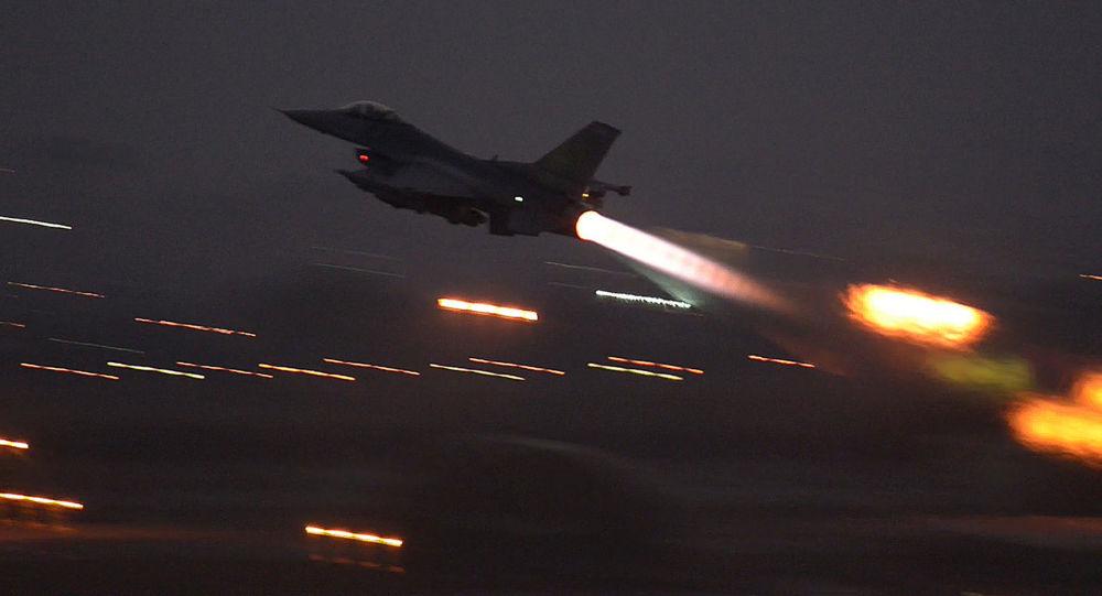 حملات هوایی و دریایی متجاوزان سعودی به جنوب الحدیده