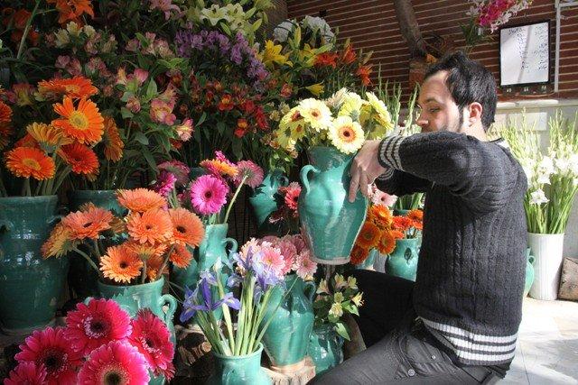 بازار گل در آستانه عید فطر/ قیمت هر شاخه رز سوپر با تزئین 8 هزار تومان