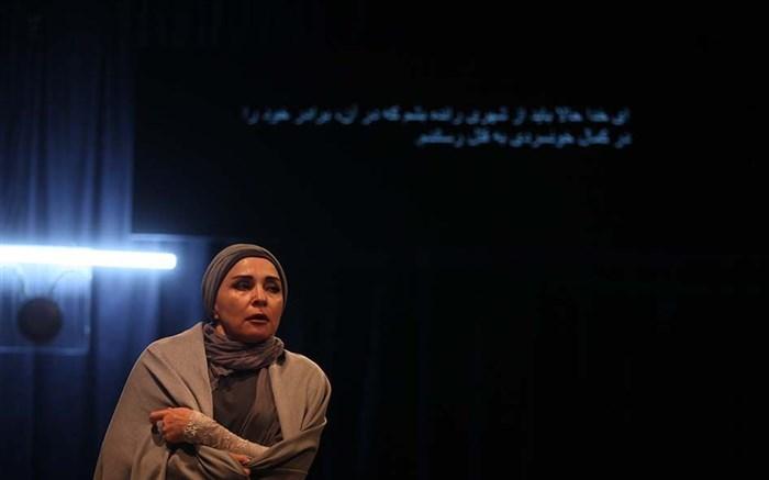 «مده آ» روایتگر خیانت است؛ مصاحبه با ناهید حاجی محمدی، کارگردان نمایش «مده آ»