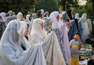برگزاری نماز عید فطر دربقعه متبرکه همدان