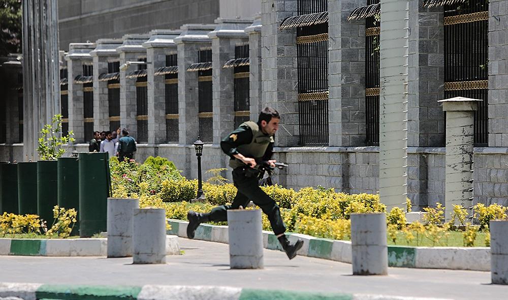 ناگفتههای یک شاهد عینی حمله تروریستی به مجلس/ ماموران امنیتی فکر کردند داعشی هستم!