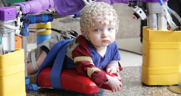 چگونه میتوان کودکان فلج مغزی را تشخیص داد؟