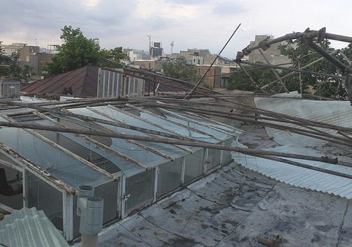 افتادن داربست ساختمانی بر اثر وزش باد در قزوین