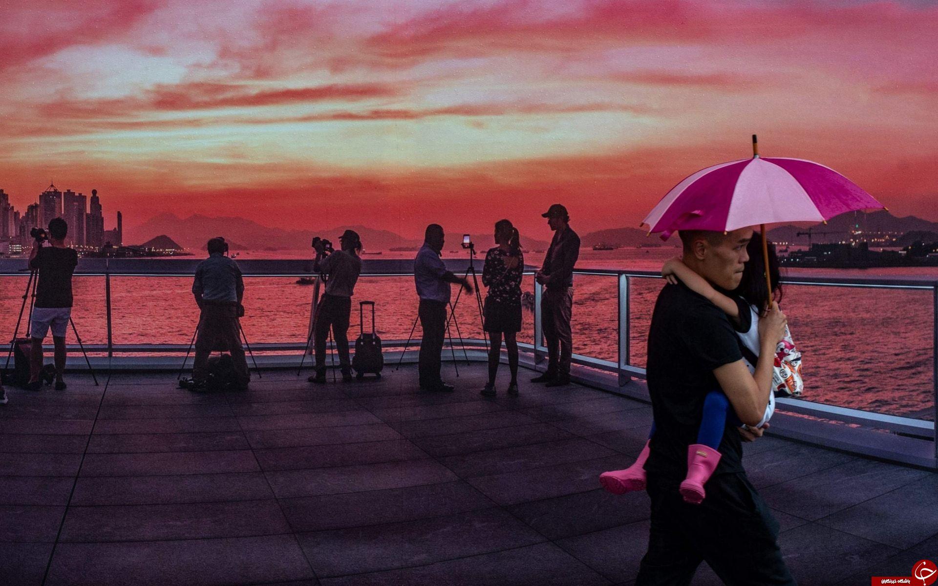 تصاویر روز: از مراسم یادبود حادثه آتش سوزی برج گرنفل تا برگزاری روز جهانی آلبینوها در سنگال