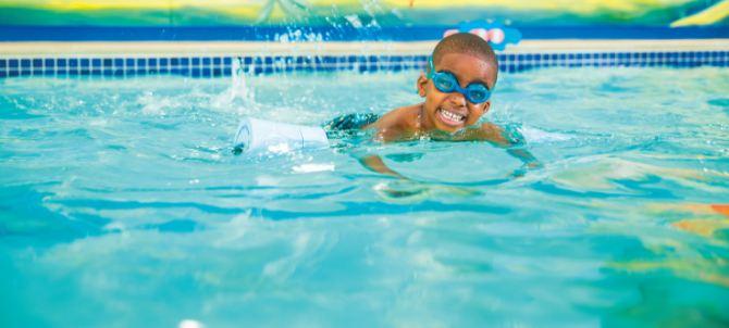 ۱۵ فایدهای که از ورزش شنا نمیدانستید