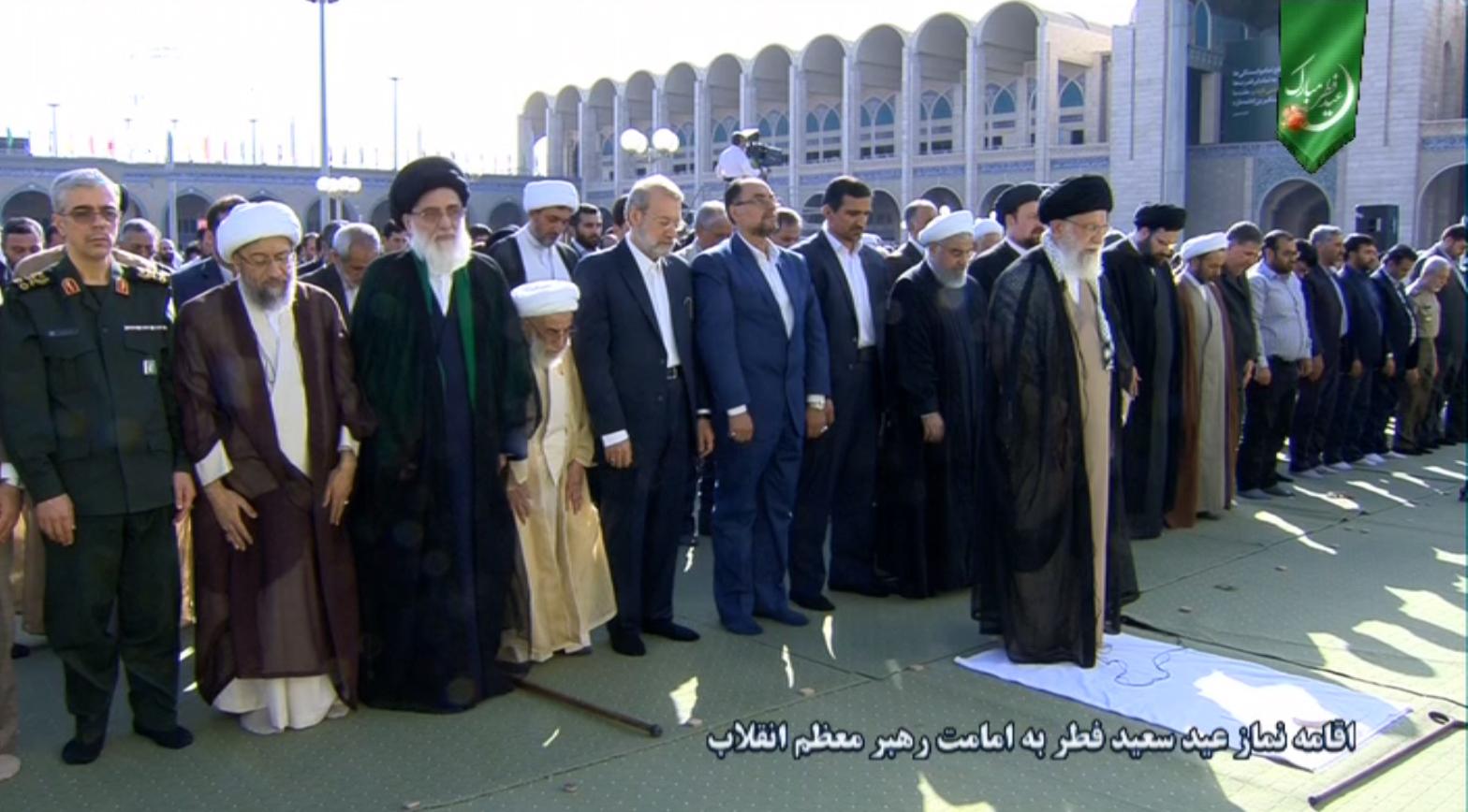 اقامه نماز عید فطر به امامت مقام معظم رهبری + فیلم