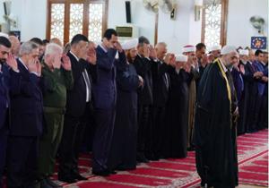 بشار اسد نماز عید فطر را در شهر طرطوس اقامه کرد