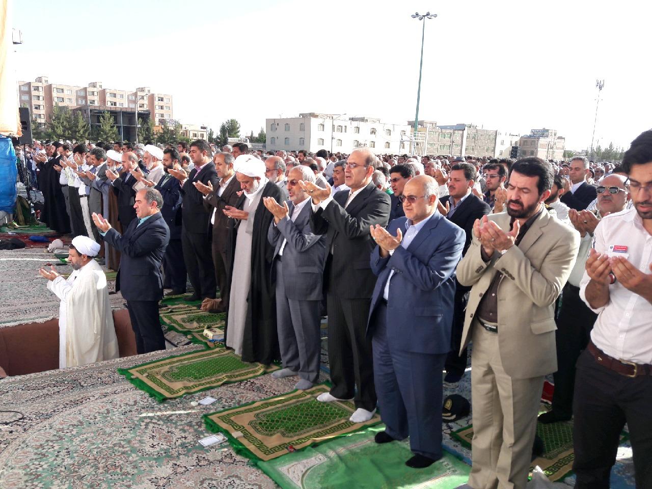 نماز باشکوه عید فطر درمصلی های نماز سراسراستان کرمان برگزار شد+تصاویر