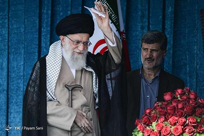 اقامه نماز عید فطر به امامت مقام معظم رهبری در مصلی تهران