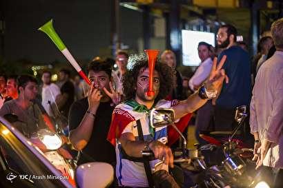 باشگاه خبرنگاران -شادی مردم تهران پس از پیروزی تیم ملی فوتبال مقابل مراکش - 2