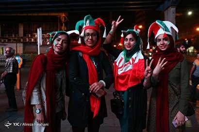 باشگاه خبرنگاران -شادی مردم تهران پس از پیروزی تیم ملی فوتبال مقابل مراکش