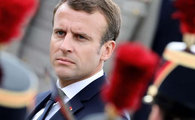 رفتار تعجب برانگیز رئیس جمهور فرانسه با یک نوجوان! + فیلم//