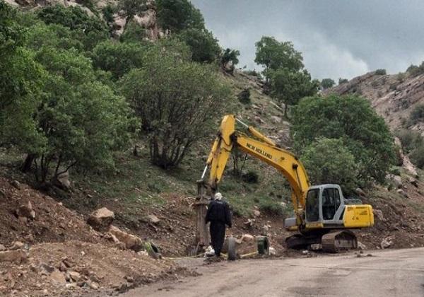جاده فشم به دلیل ریزش کوه مسدود است