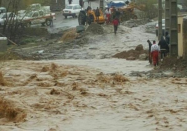 امداد رسانی به سیل زدگان در ۱۱ استان کشور/ فوت ۳ نفر بر اثر سیلابهای اخیر