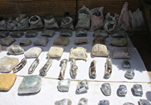 باشگاه خبرنگاران -کشف بیش از ۲ تن انواع موادمخدر در دو عملیات موفقیت آمیز/ دو قاچاقچی به هلاکت رسیدند