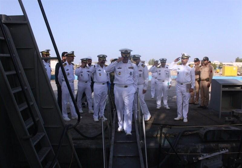 فرمانده نیروی دریایی از ایستگاه اطلاعاتی نیروی دریایی ارتش بازدید کرد