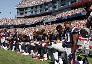واکنش ترامپ به ورزشکارانی که هنگام پخش سرود ملی آمریکا زانو میزنند