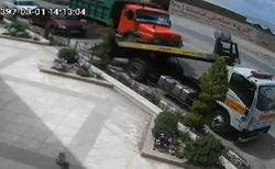 لحظه برخورد وحشتناک کامیون با خودروی امداد + فیلم