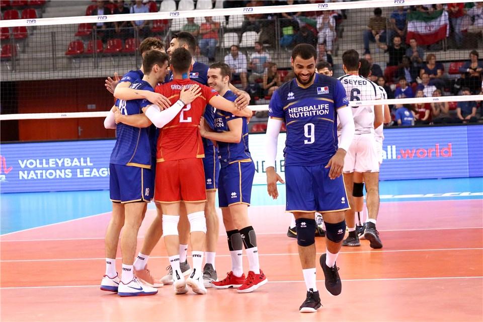 گزارش لحظه به لحظه  تیم  های والیبال ایران و فرانسه/ایران 1 – فرانسه 2 + تصاویر